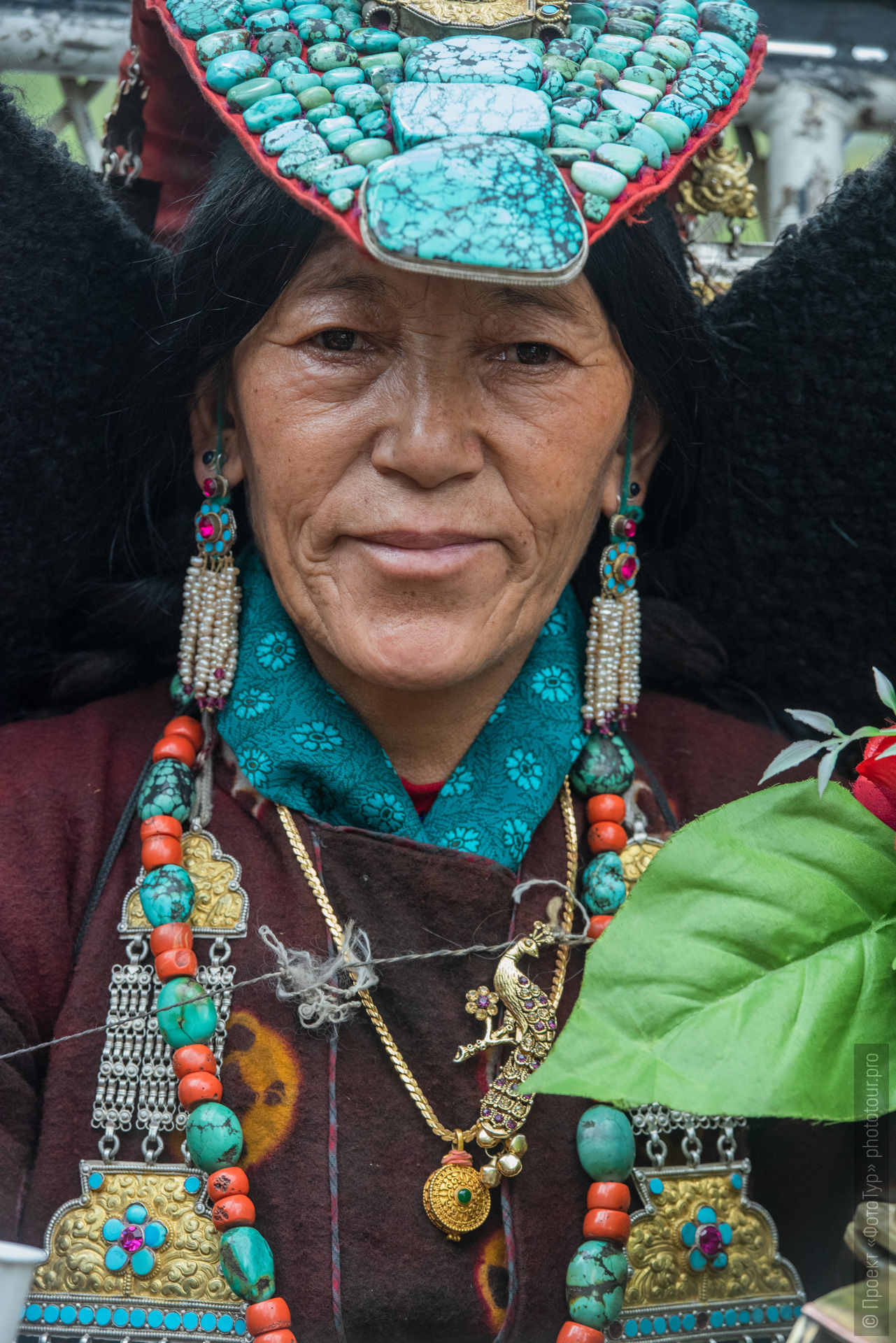 Ladakh woman in national clothes. Ladakh Tour for women, travel and acquaintance with the culture of Tibetan matriarchy.