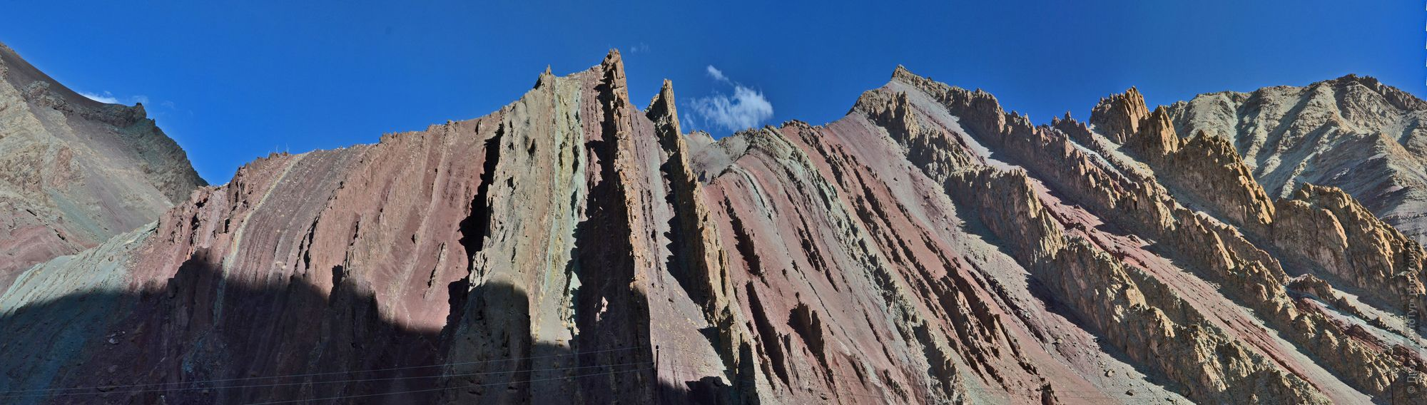 Red rocks gorge, Rumtse. Tour Legends of Tibet: Ladakh, Lamayuru, Da Khan and Nubra, 19.09. - 28.09.2019.
