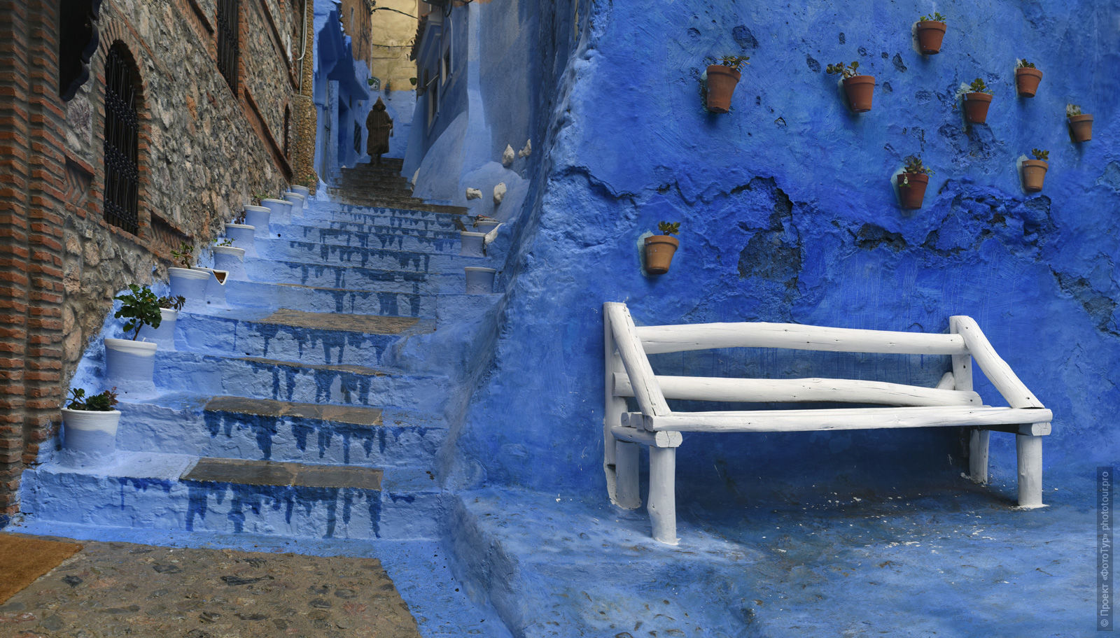 White bench in the blue medina of Chefchaouen, Morocco, photo tour of Morocco, October 2018.
