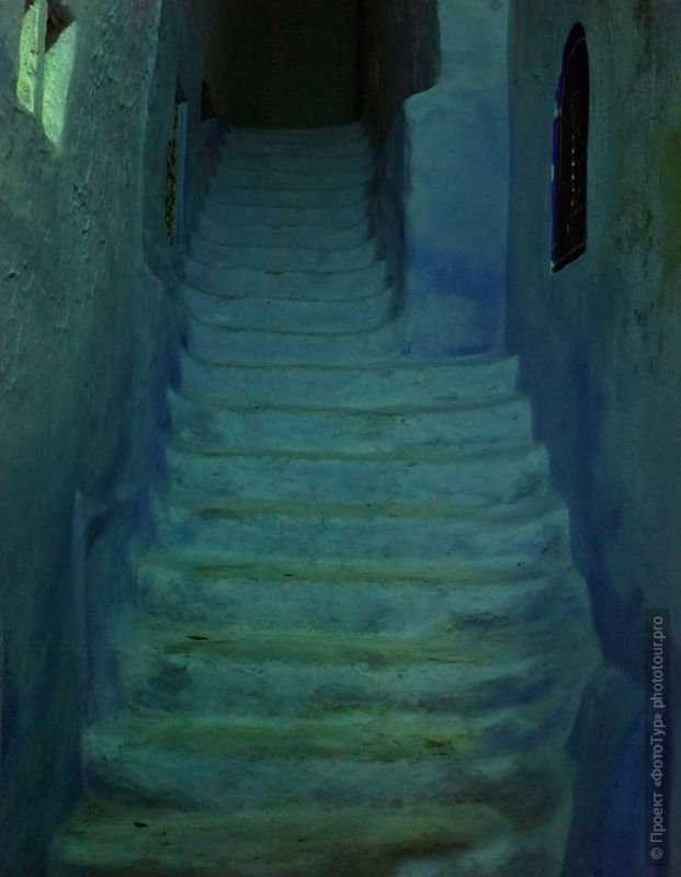 Stairs in Chefchaouen, night photography. Morocco, photo tour of Morocco, October 2018.