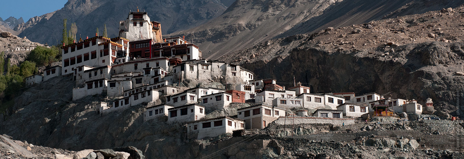 Buddhist Monastery-city disc Gompa village Discs Nubira. Tour of the Nubra valley, October 2017.
