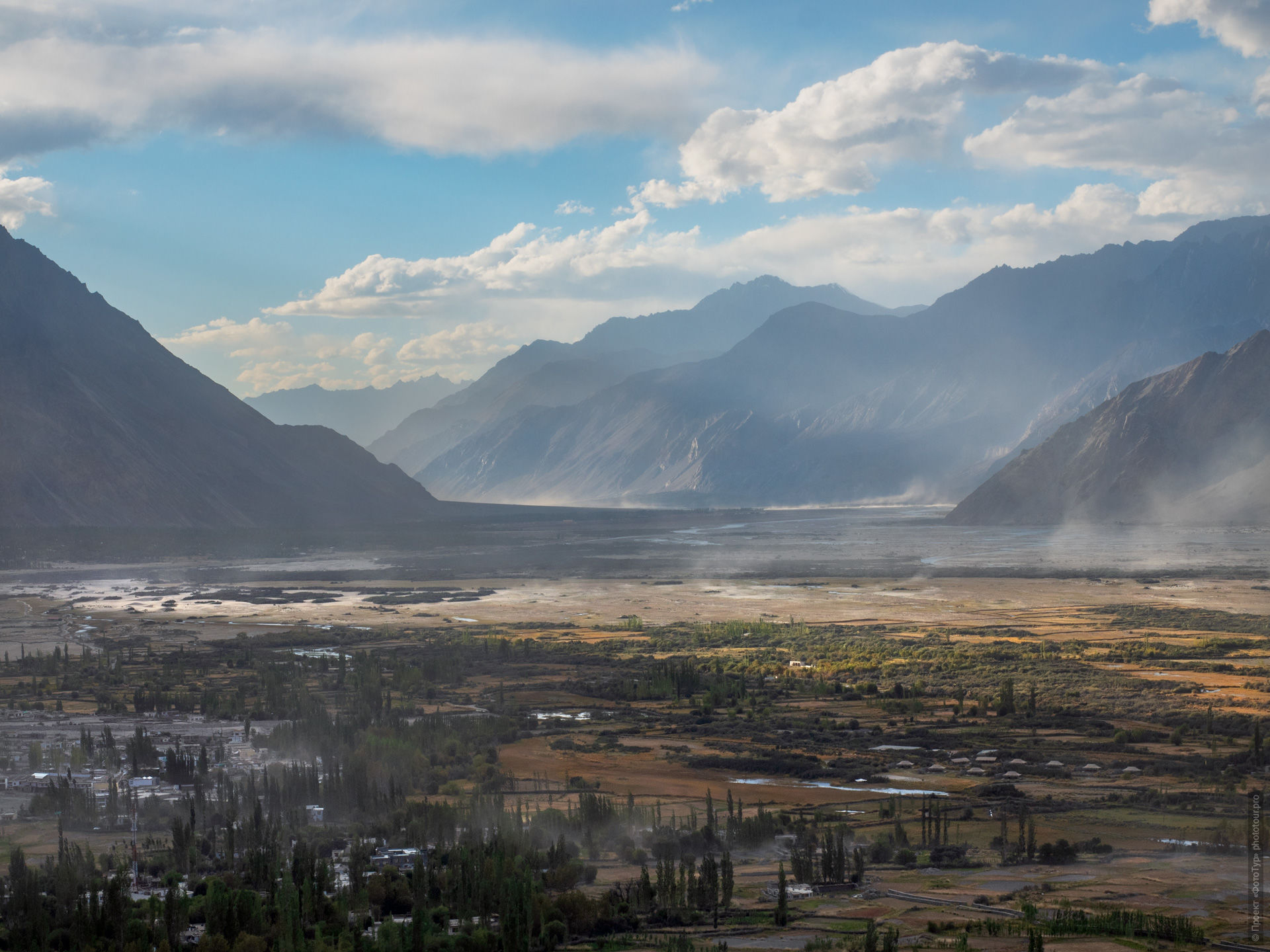 Nubra Valley. Expedition Tibet Lake-2: Pangong, Tso Moriri, Tso Kar, Tso Startsapak, Leh-Manali highway.