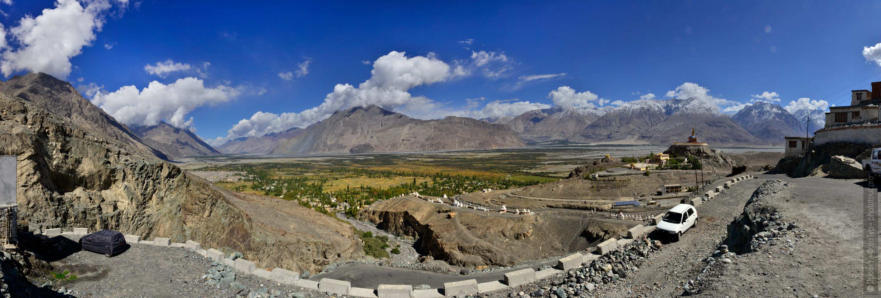 The view from the Diskit monastery in the Nubra valley. Tour Legends of Tibet: Ladakh, Lamayuru, Da Khan and Nubra, 19.09. - 28.09.2019.