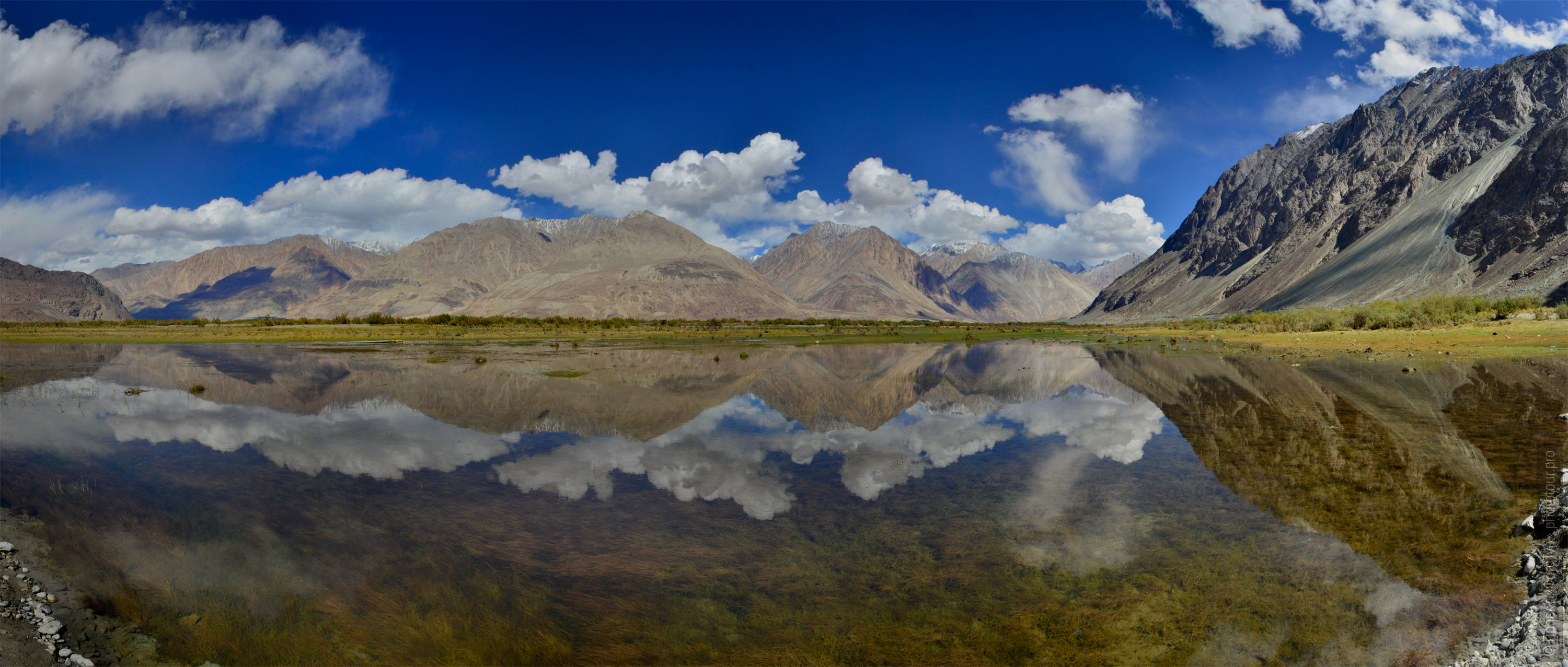Lakes of the Nubra valley. Tour Legends of Tibet: Ladakh, Lamayuru, Da Khan and Nubra, 19.09. - 28.09.2019.