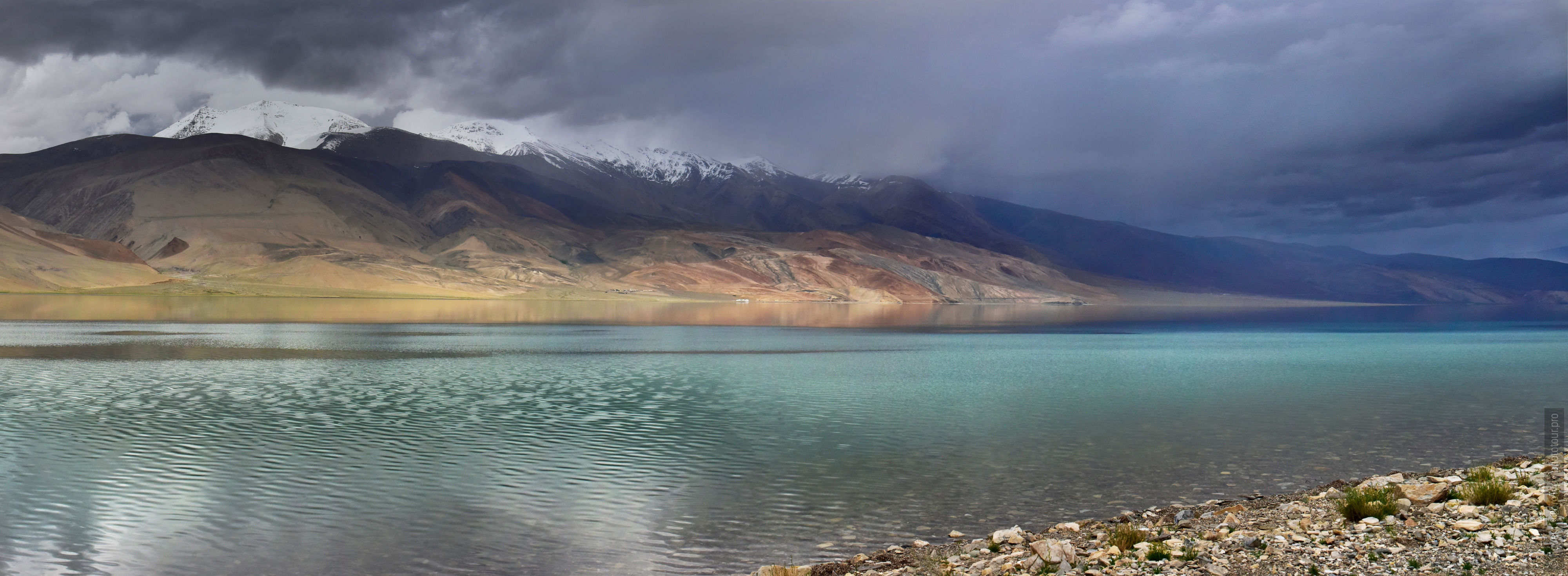 Lake Tso Moriri. Tour for artists in Tibet: Watercolor-1: Watercolor painting in Ladakh with Pavel Pugachev, 04.08. - 16.08. 2018