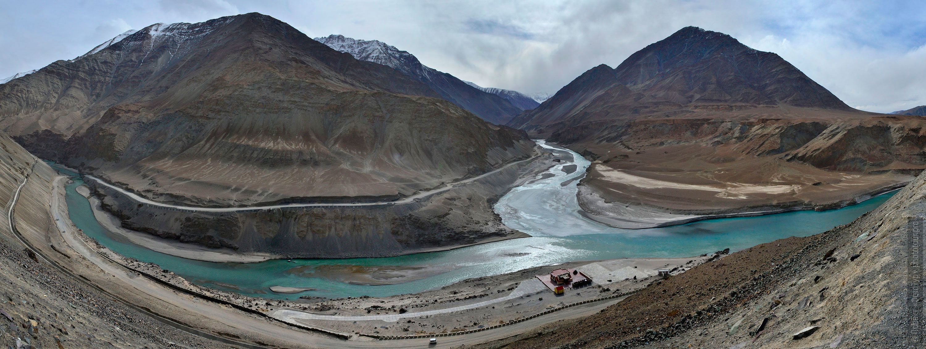 The confluence of the Indus and Zanskar rivers. Photo tour to Tibet for the Winter Mysteries in Ladakh, Stok and Matho monasteries, 01.03. - 03/10/2020