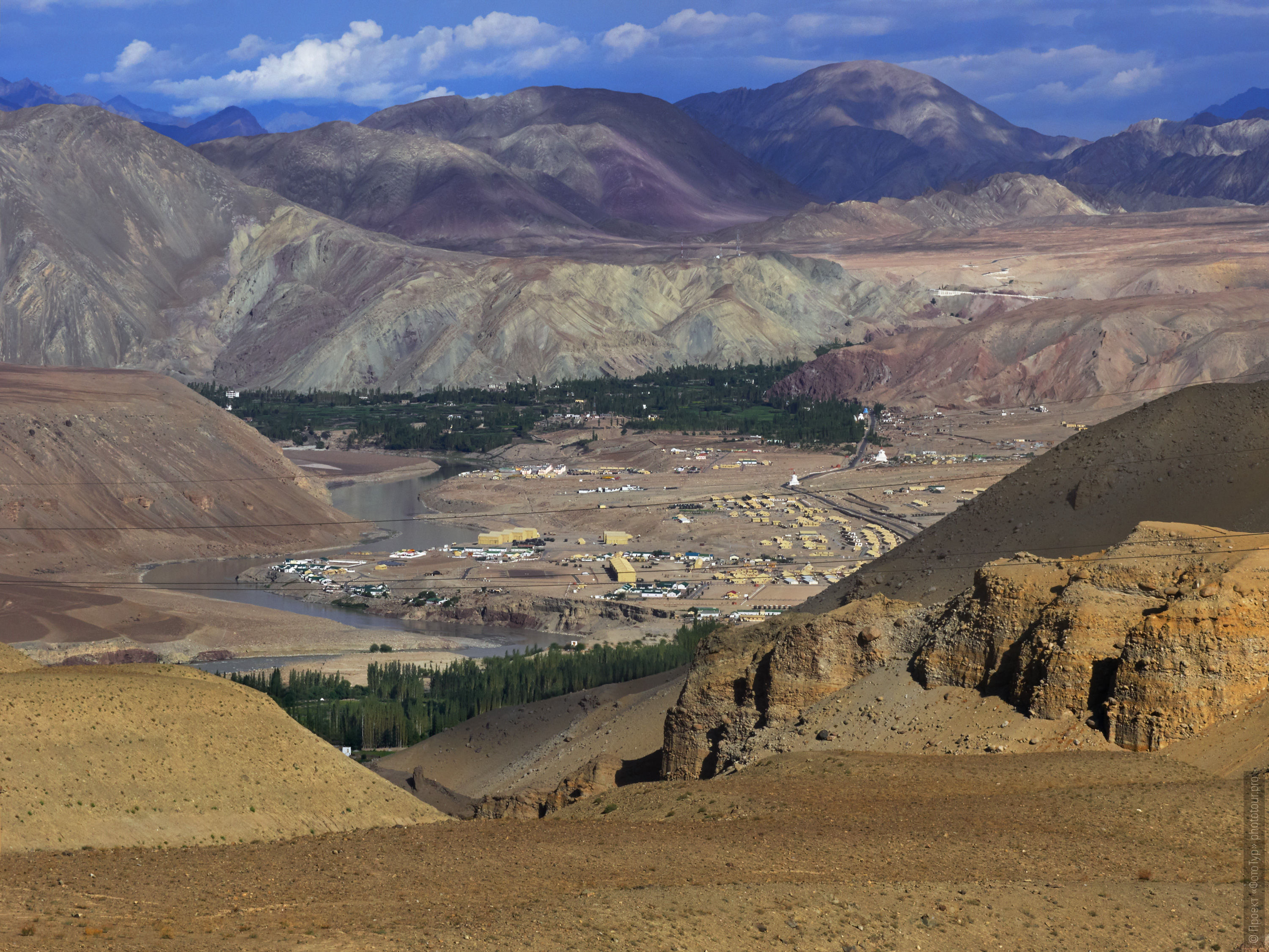 Valley of the Indus River. Tour for artists in Tibet: Watercolor-1: Watercolor painting in Ladakh with Pavel Pugachev, 04.08. - 13.08. 2019.