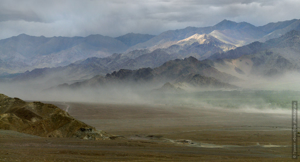 Valley upstream of the Indus. Expedition Tibet Lake-2: Pangong, Tso Moriri, Tso Kar, Tso Startsapak, Leh-Manali highway.