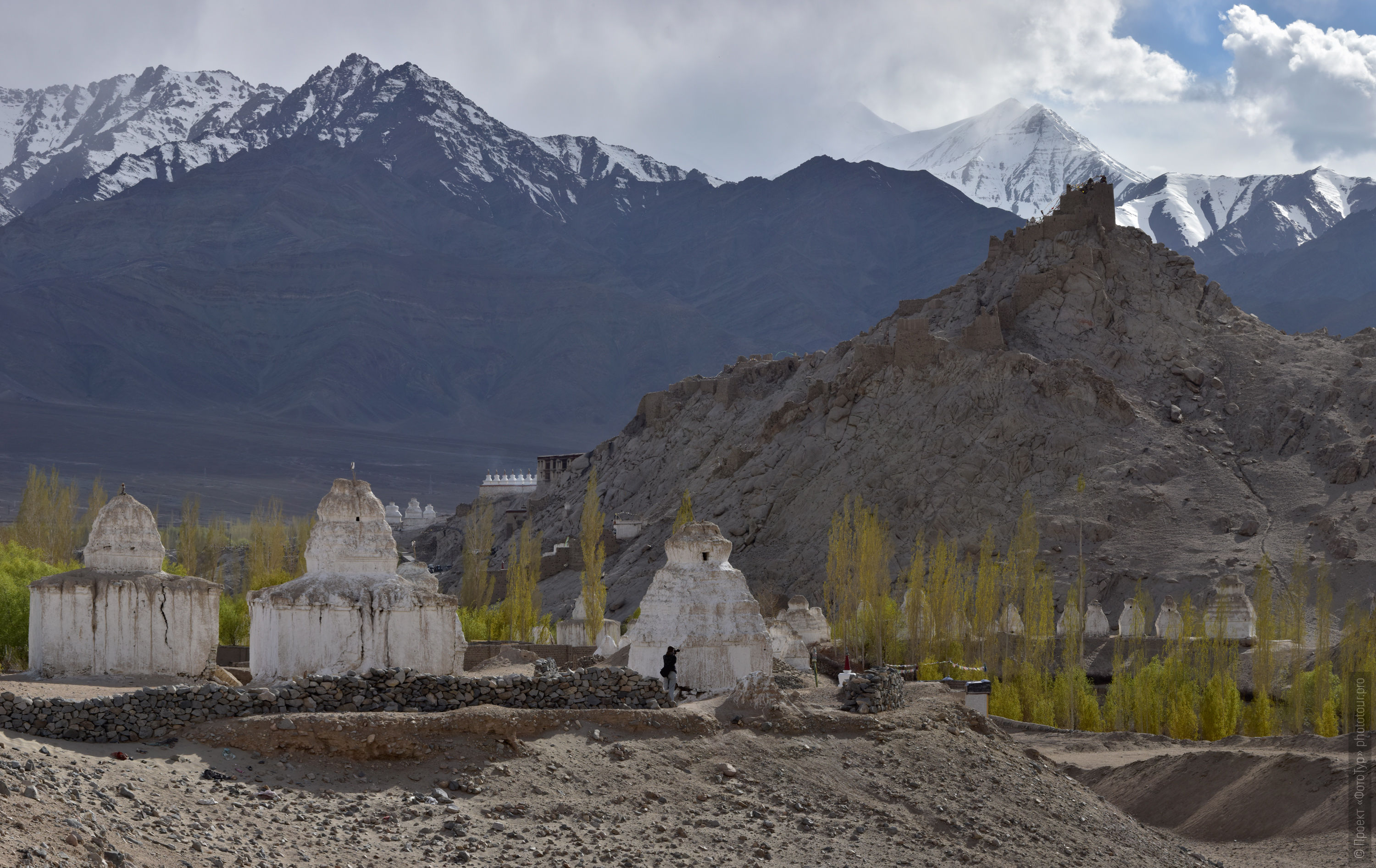 The monastery of Shay Gonpa. Tour for artists in Tibet: Watercolor-1: Watercolor painting in Ladakh with Pavel Pugachev, 04.08. - 13.08. 2019.