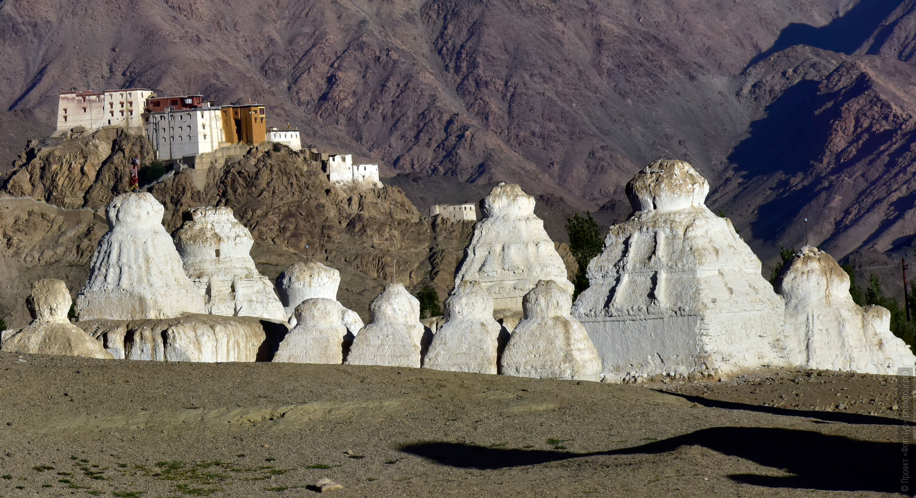 Stupas of Naropa. Tour for artists in Tibet: Watercolor-1: Watercolor painting in Ladakh with Pavel Pugachev, 04.08. - 13.08. 2019.